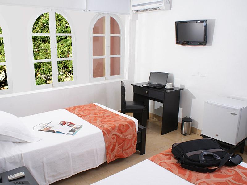http://hoteledmarsantamarta.com/wp-content/uploads/2016/02/hoteledmar-doble02.jpg