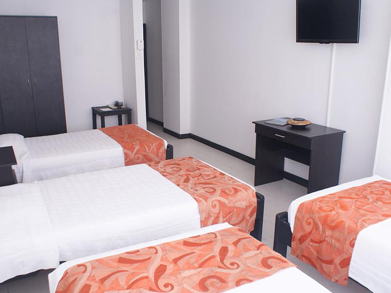 http://hoteledmarsantamarta.com/wp-content/uploads/2016/02/hoteledmar-multiple01.jpg