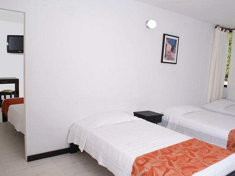 http://hoteledmarsantamarta.com/wp-content/uploads/2016/02/hoteledmar-multiple03.jpg