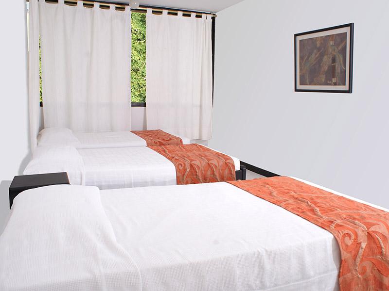 http://hoteledmarsantamarta.com/wp-content/uploads/2016/02/hoteledmar-multiple04.jpg