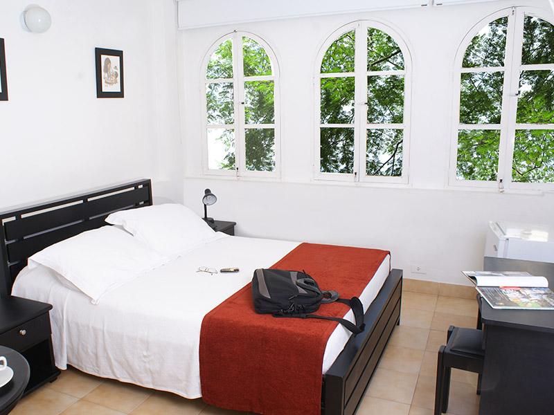 http://hoteledmarsantamarta.com/wp-content/uploads/2016/02/hoteledmar-sencilla-doble01.jpg