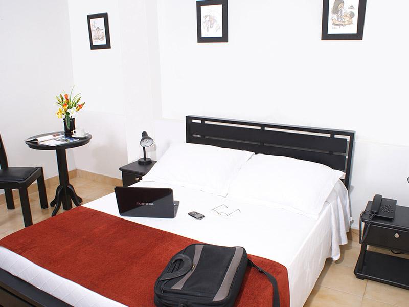 http://hoteledmarsantamarta.com/wp-content/uploads/2016/02/hoteledmar-sencilla-doble02.jpg