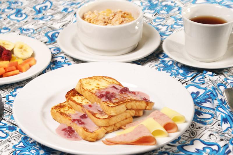 Restaurante bar hotel edmar for Desayuno frances tradicional