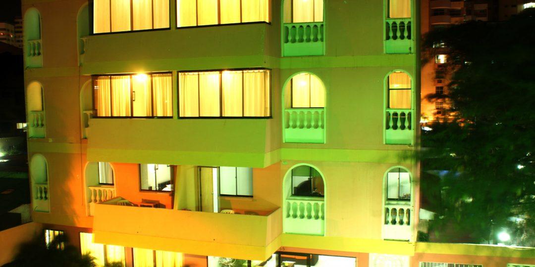 http://hoteledmarsantamarta.com/wp-content/uploads/2016/07/hoteledmar-fachada00-1080x540.jpg