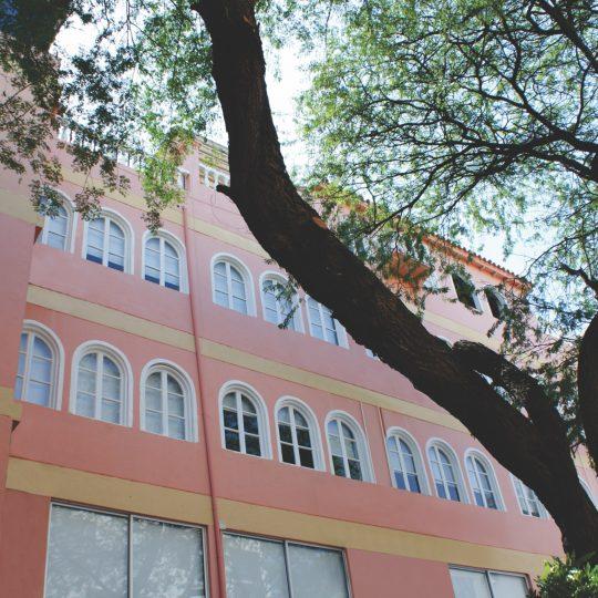 http://hoteledmarsantamarta.com/wp-content/uploads/2016/07/hoteledmar-fachada01-540x540.jpg