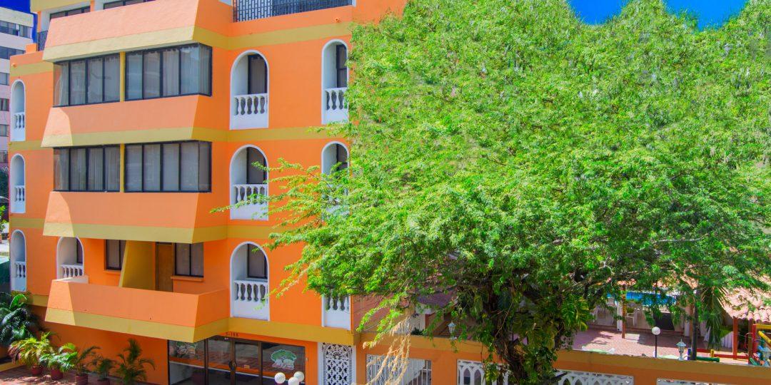 http://hoteledmarsantamarta.com/wp-content/uploads/2016/07/hoteledmar-fachada02-1080x540.jpg