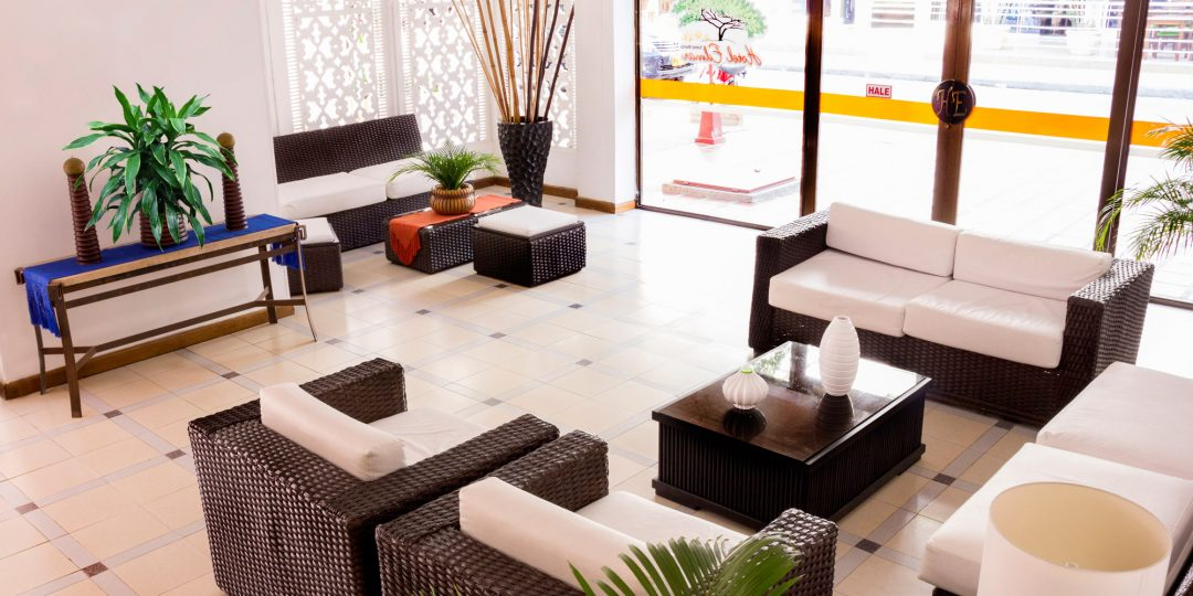 http://hoteledmarsantamarta.com/wp-content/uploads/2016/07/hoteledmar-lobby01-1080x540.jpg