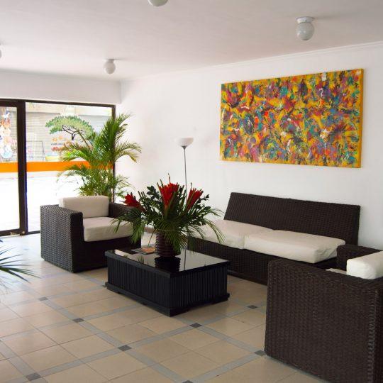 http://hoteledmarsantamarta.com/wp-content/uploads/2016/07/hoteledmar-lobby02-540x540.jpg