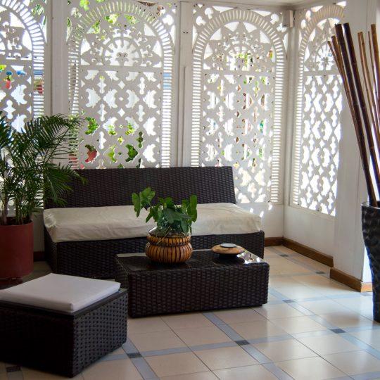http://hoteledmarsantamarta.com/wp-content/uploads/2016/07/hoteledmar-lobby03-540x540.jpg