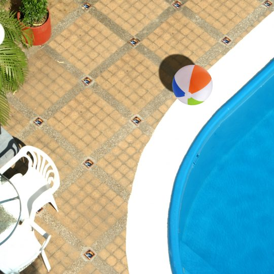 http://hoteledmarsantamarta.com/wp-content/uploads/2016/07/hoteledmar-piscinabar01-540x540.jpg