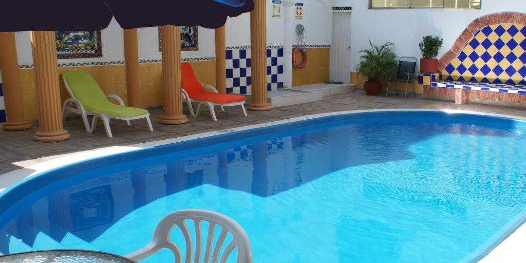 http://hoteledmarsantamarta.com/wp-content/uploads/2016/07/hoteledmar-piscinabar02-1080x540.jpg
