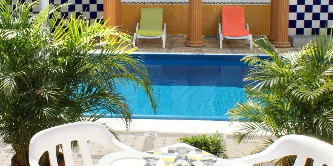 http://hoteledmarsantamarta.com/wp-content/uploads/2016/07/hoteledmar-piscinabar04-1080x540.jpg