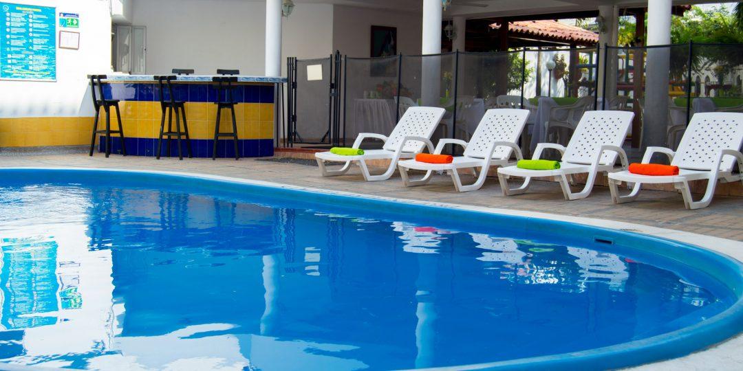 http://hoteledmarsantamarta.com/wp-content/uploads/2016/07/hoteledmar-piscinabar05-1080x540.jpg