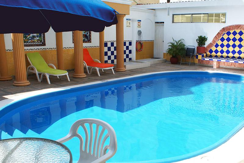 http://hoteledmarsantamarta.com/wp-content/uploads/2016/08/piscina02.jpg