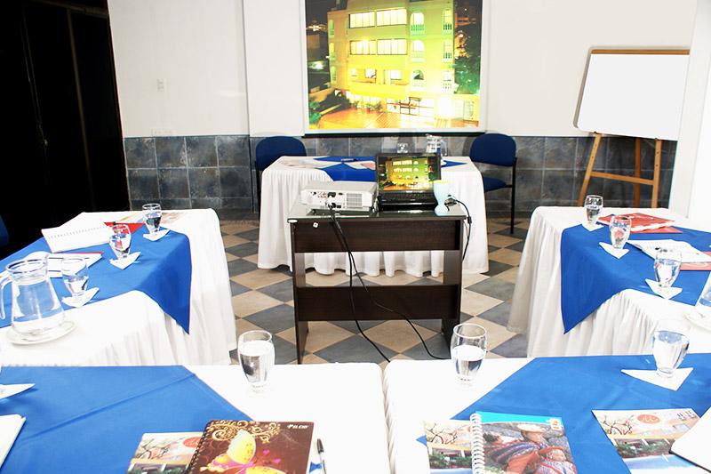 http://hoteledmarsantamarta.com/wp-content/uploads/2016/08/salaeventos-conferencias02.jpg