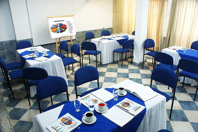 http://hoteledmarsantamarta.com/wp-content/uploads/2016/08/salaeventos-conferencias04.jpg