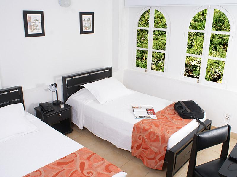 https://hoteledmarsantamarta.com/wp-content/uploads/2016/02/hoteledmar-doble01.jpg