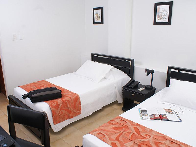 https://hoteledmarsantamarta.com/wp-content/uploads/2016/02/hoteledmar-doble03.jpg