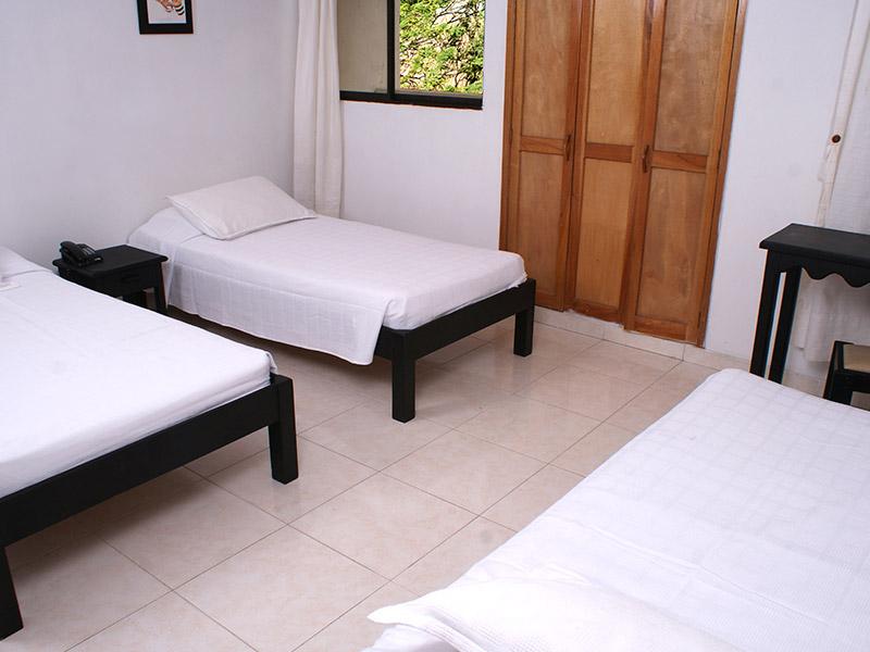 https://hoteledmarsantamarta.com/wp-content/uploads/2016/08/hoteledmar-triple02.jpg